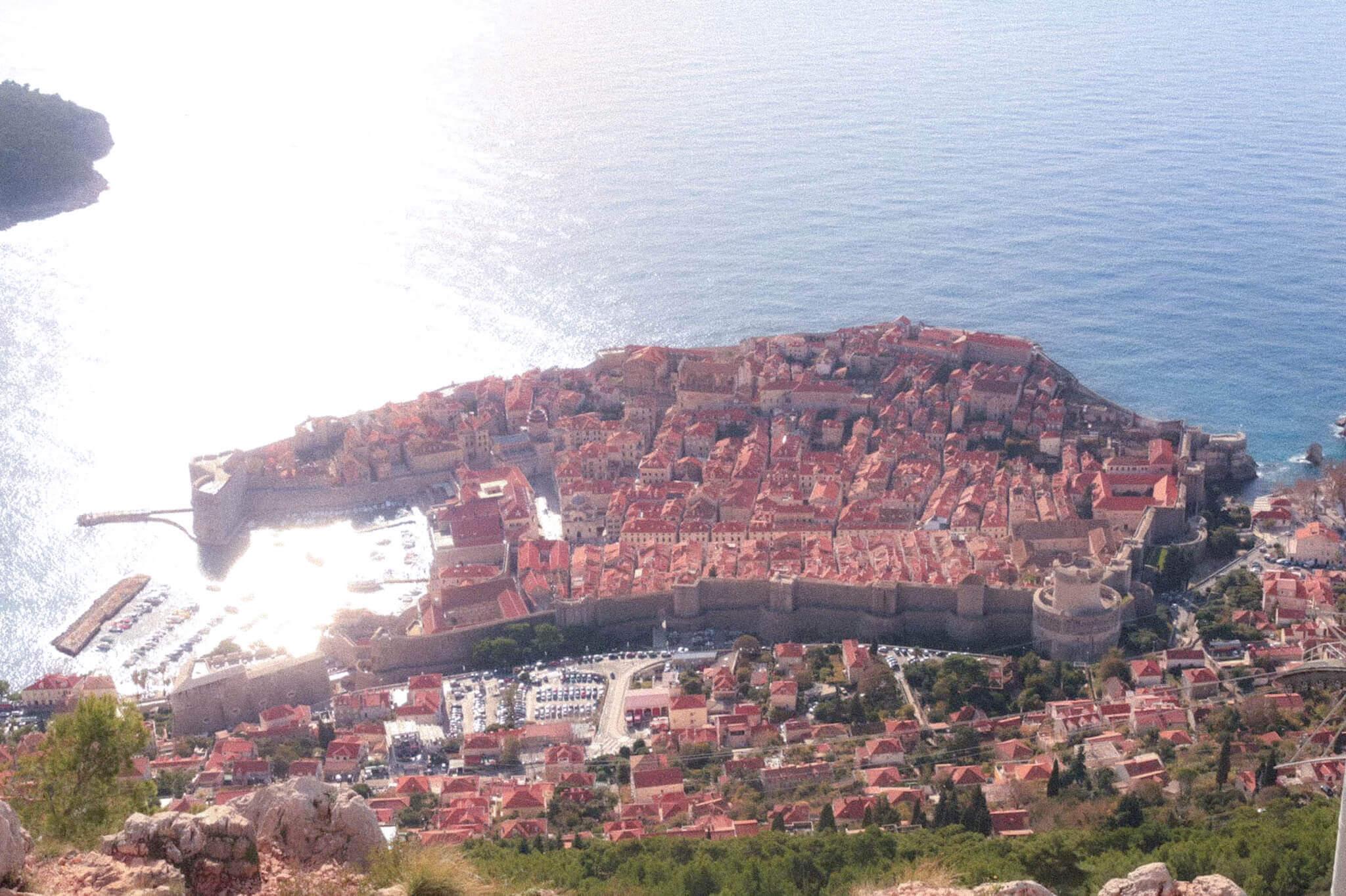 オレンジの街に魅せられて、映画「魔女の宅急便」の舞台にときめくクロアチア